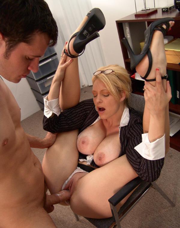 зрелая секретарша в порно порно фото