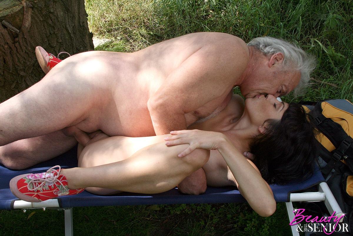 Порно видео русский старик и молодая
